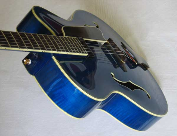 """Eastman Uptown AR810 CE 17"""" Archtop Acoustic-Electric Guitar"""